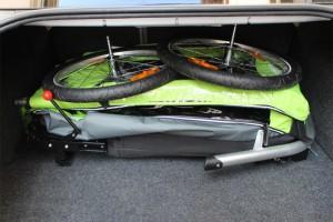 croozer-kid-for-1-zusammengeklappt-im-kofferraum